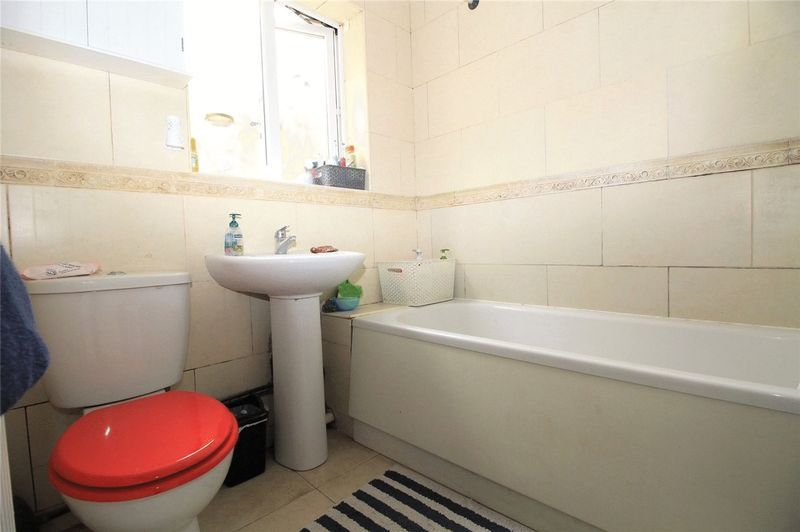 3 bed house to rent in Brisbane Road 5
