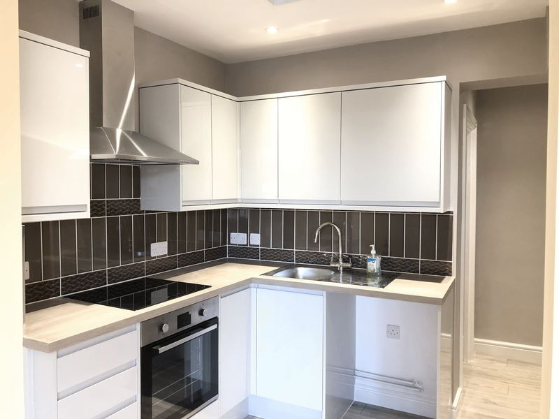 2 bed flat to rent in High Street - Property Image 1