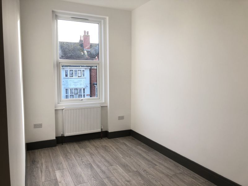 1 bed flat to rent in Northdown Road 3