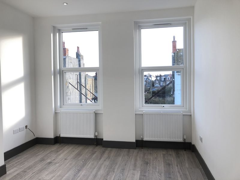 1 bed flat to rent in Northdown Road 4