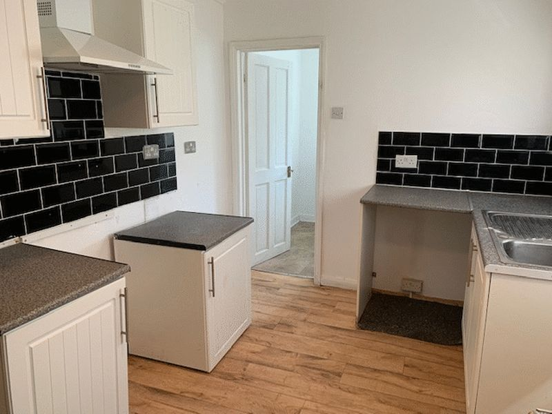 3 bed house to rent in Gillingham Road 12