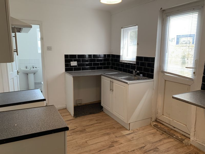 3 bed house to rent in Gillingham Road 9
