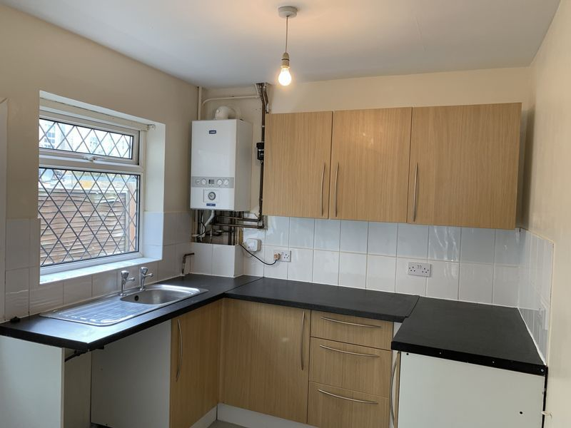 2 bed house to rent in Barnsole Road 1