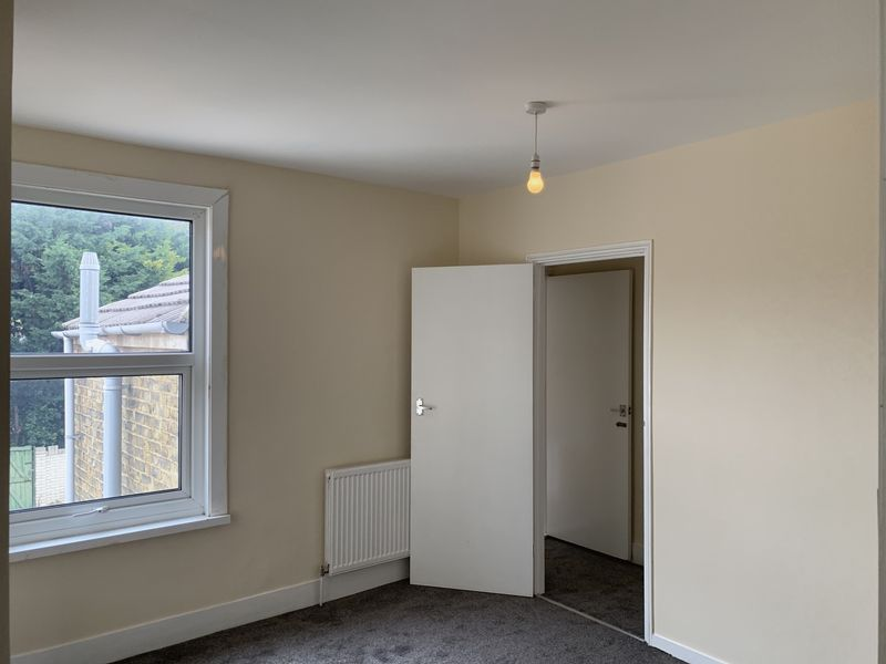 2 bed house to rent in Barnsole Road  - Property Image 5