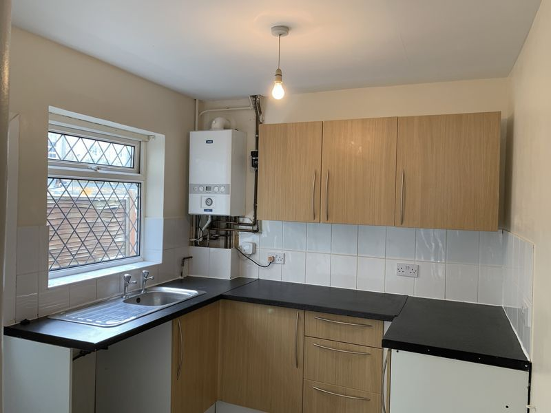 2 bed house to rent in Barnsole Road 6