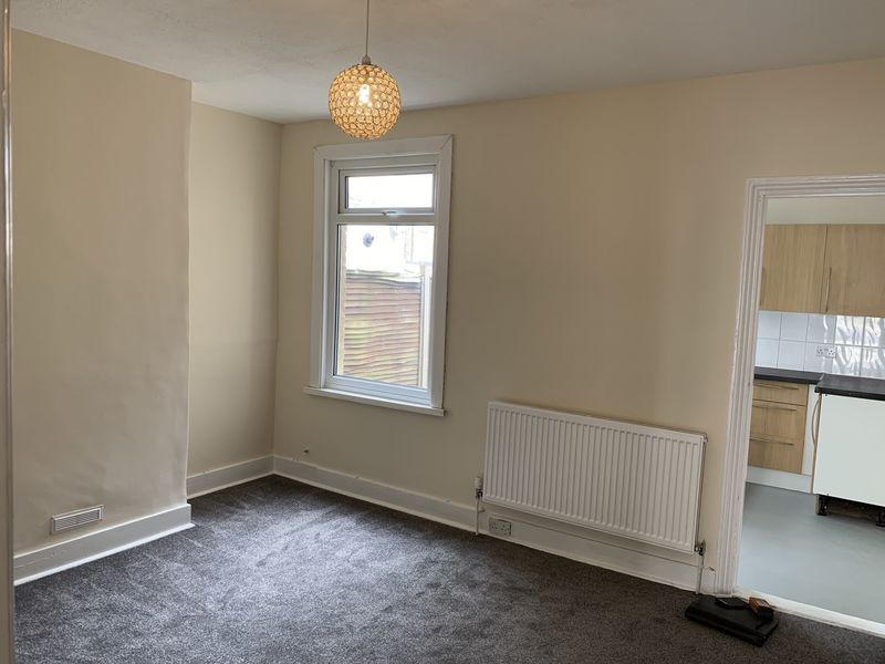 2 bed house to rent in Barnsole Road 7