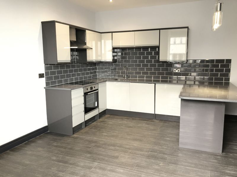 2 bed flat to rent in Royal Esplanade