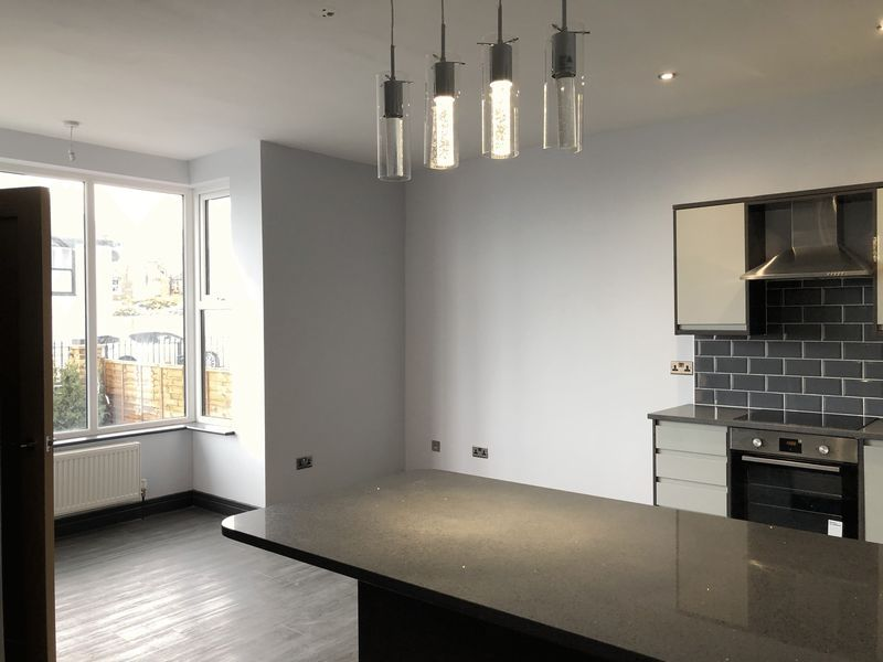 2 bed flat to rent in Royal Esplanade 3
