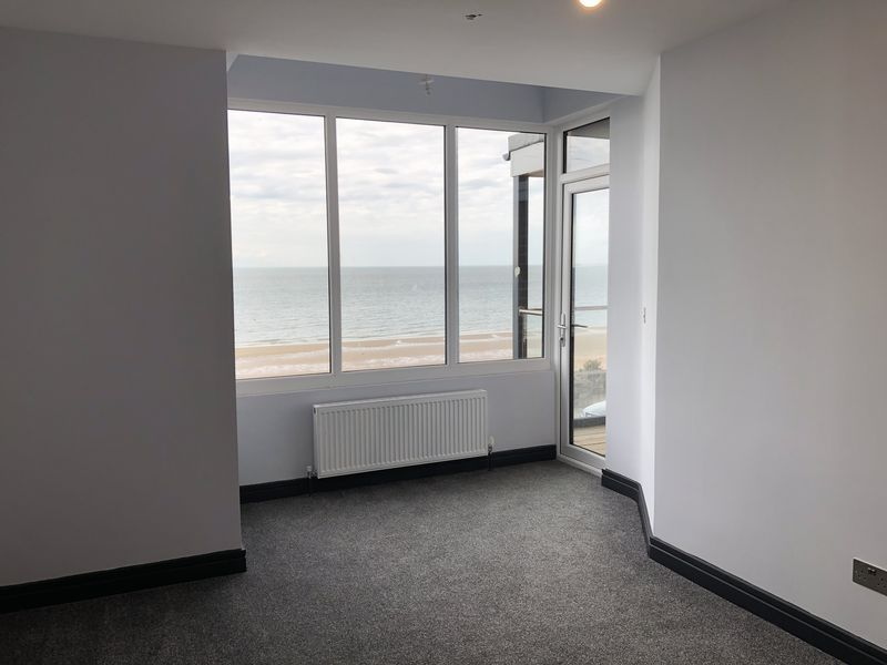 2 bed flat to rent in Royal Esplanade 4