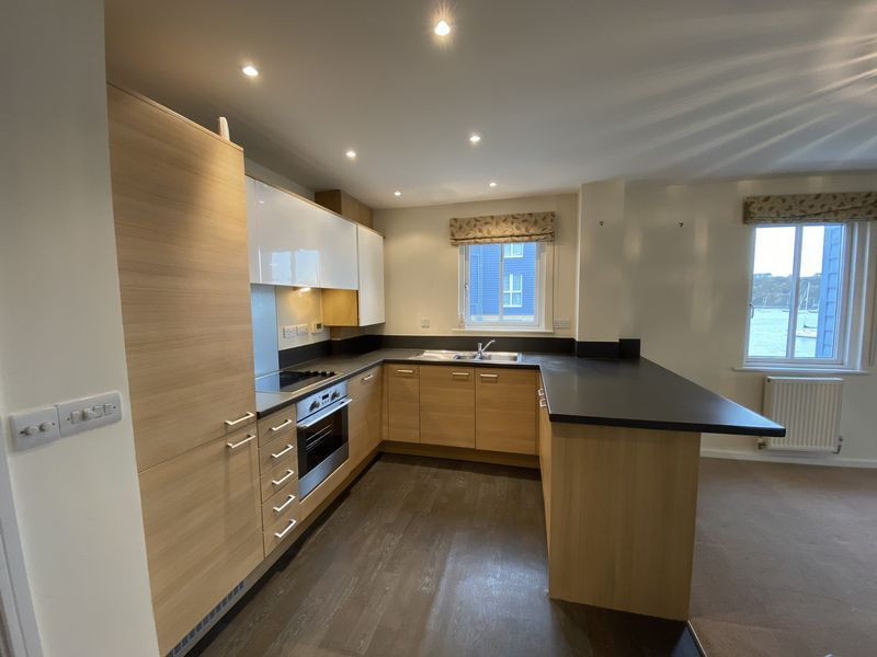 2 bed flat to rent in Rivermead 1