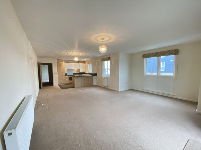 2 bed flat to rent in Rivermead 2