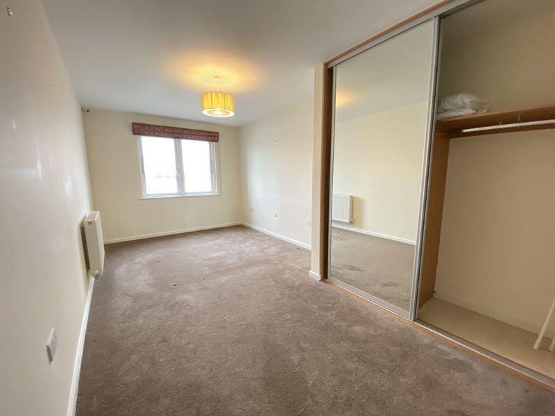 2 bed flat to rent in Rivermead 11