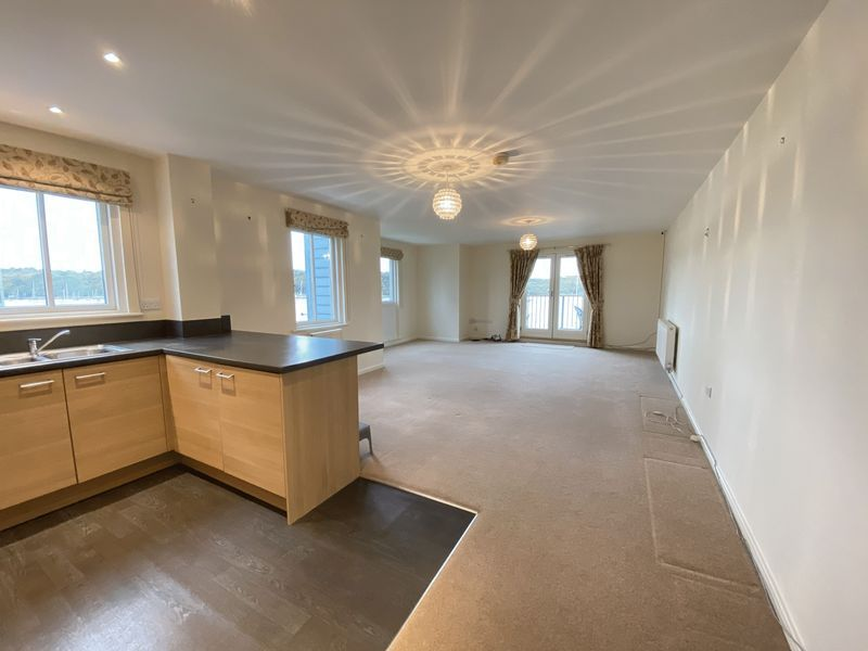 2 bed flat to rent in Rivermead 13