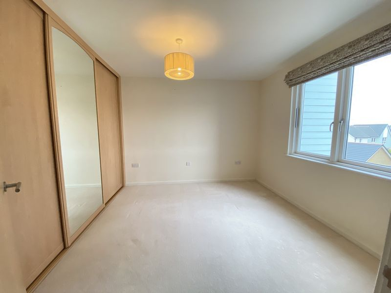 2 bed flat to rent in Rivermead 6