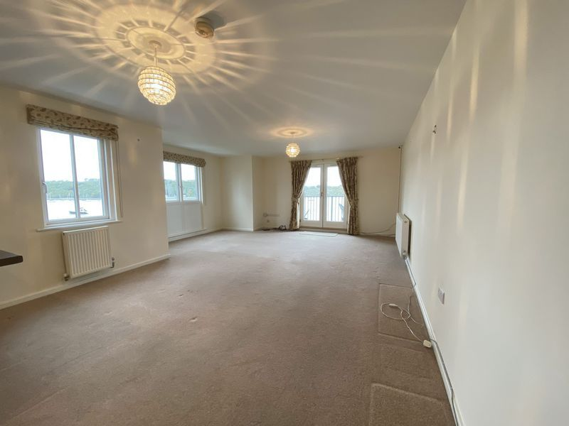 2 bed flat to rent in Rivermead 8