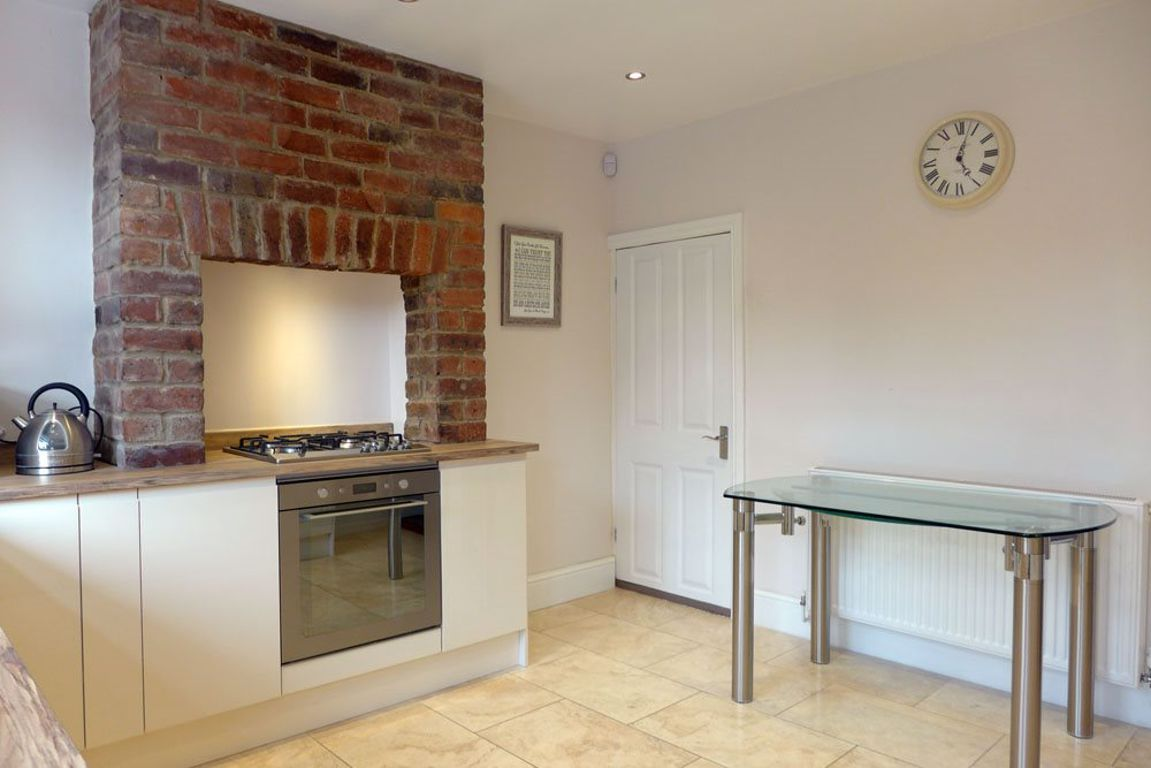 2 bed  to rent  - Property Image 4