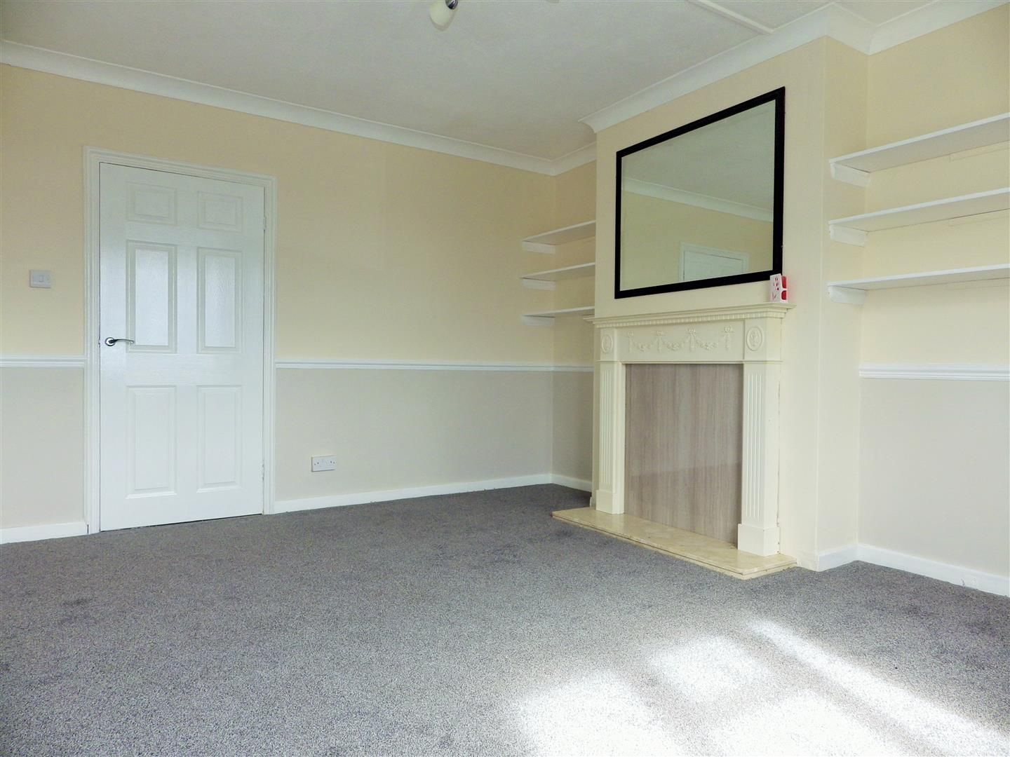 2 bed flat for sale  - Property Image 3