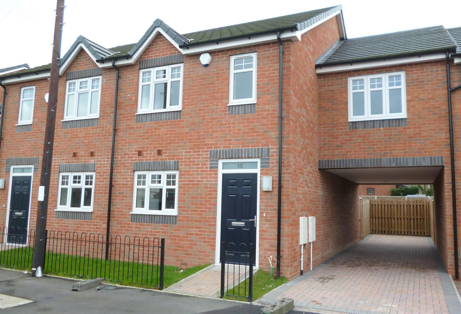 4 bed semi-detached for sale, DY4