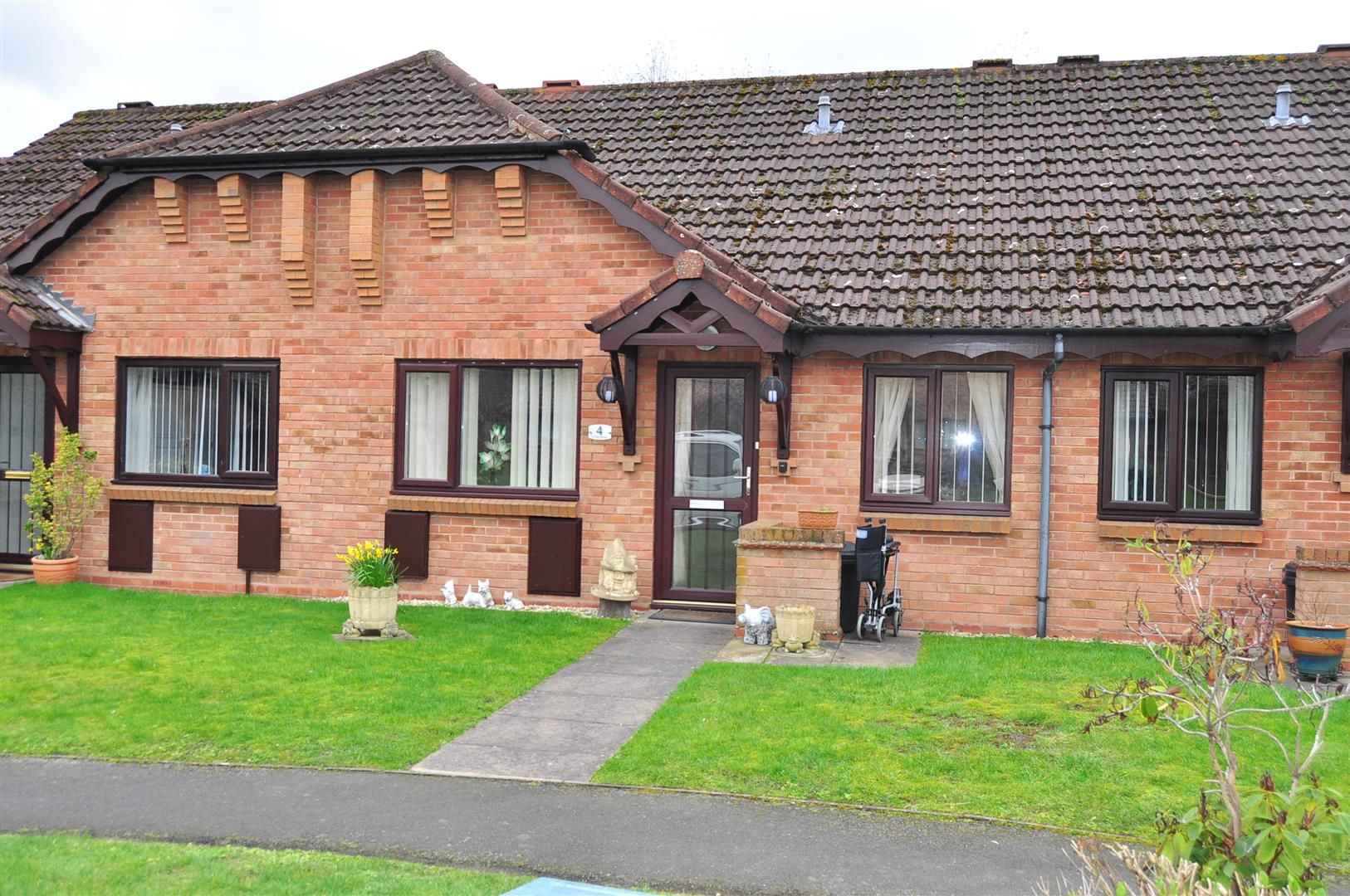 2 bed terraced-bungalow for sale, B63