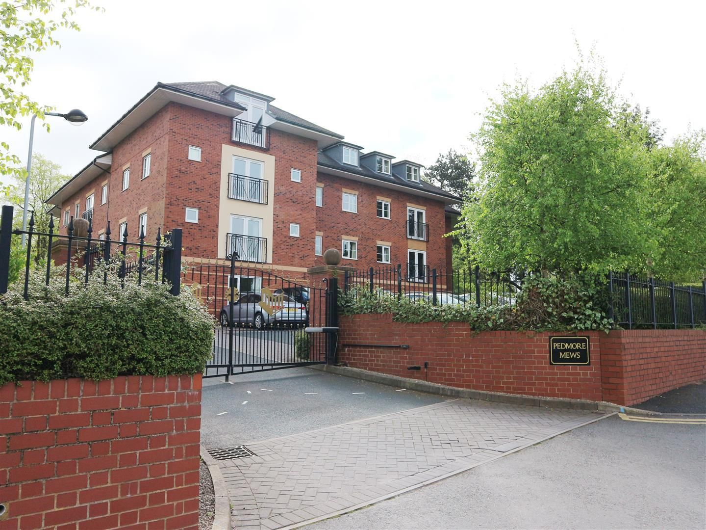 2 bed apartment for sale in Pedmore, DY8