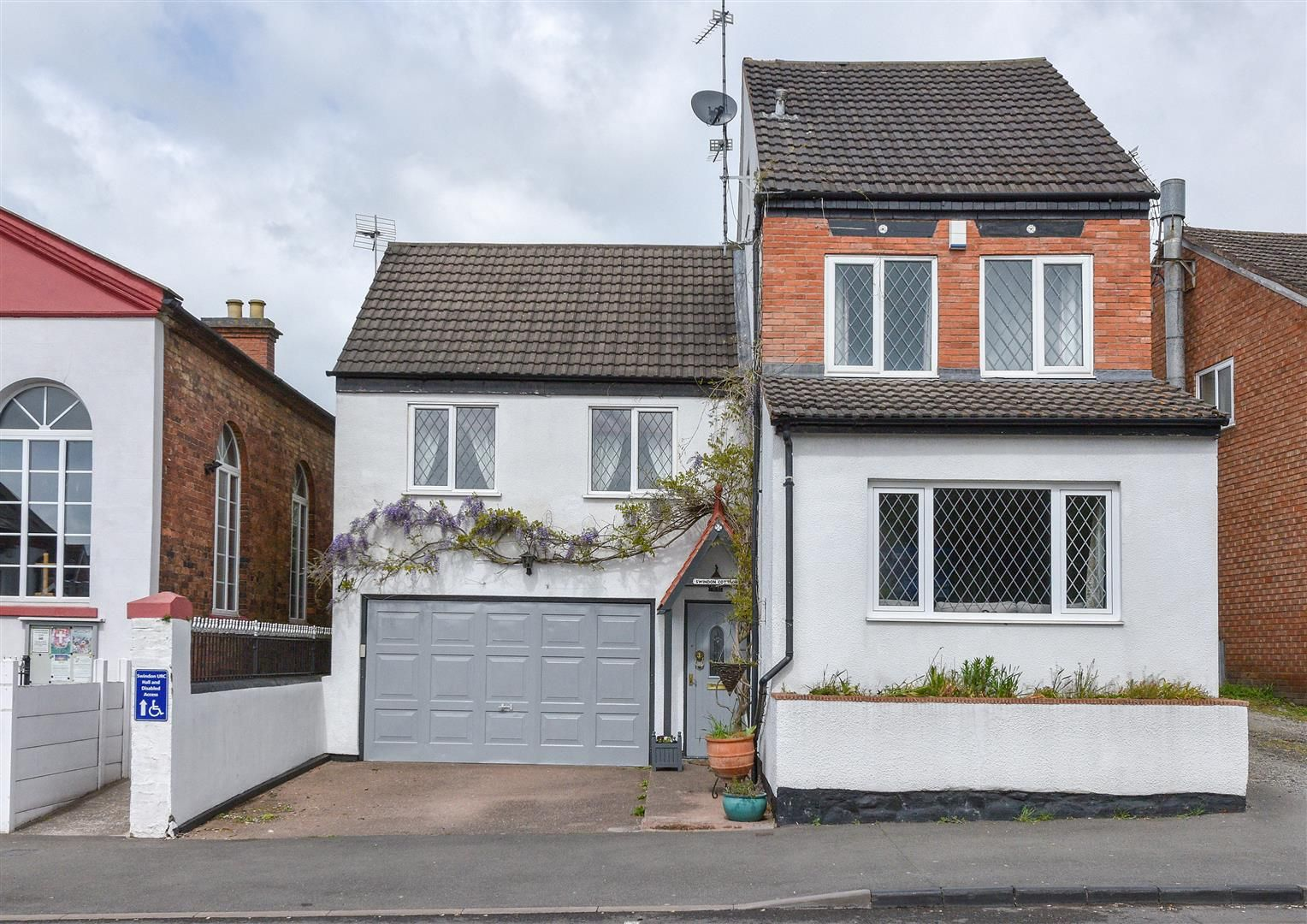 4 bed detached for sale in Swindon, DY3