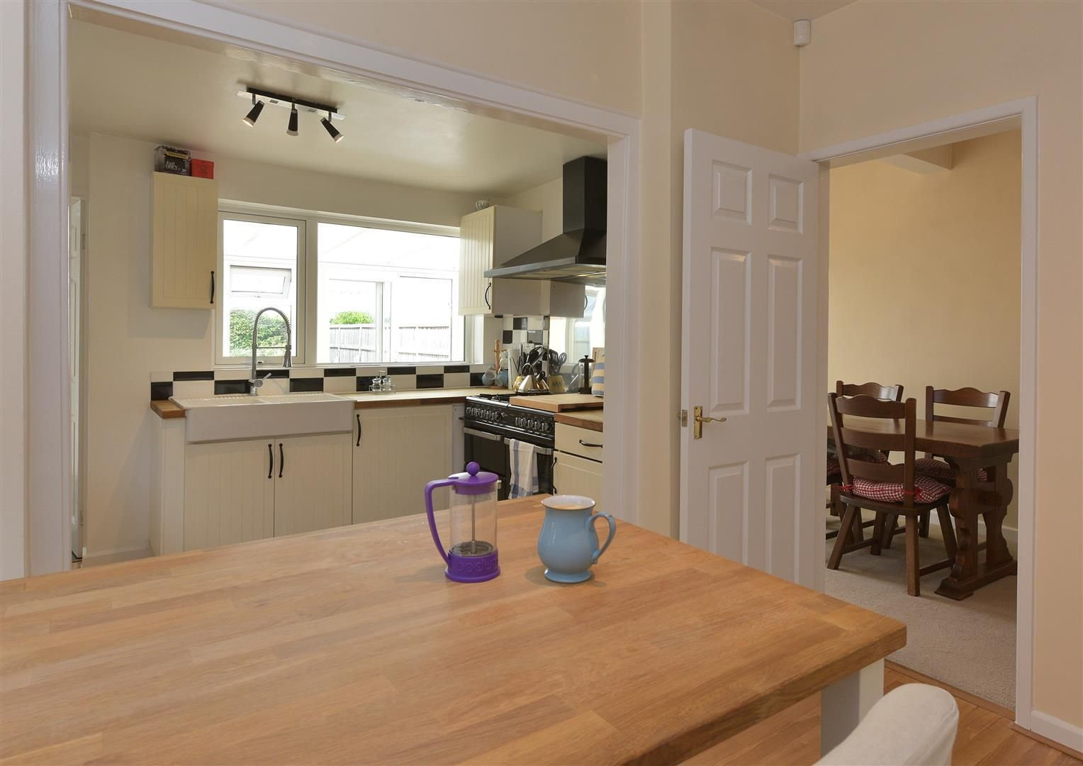 2 bed detached for sale in Hunnington 3