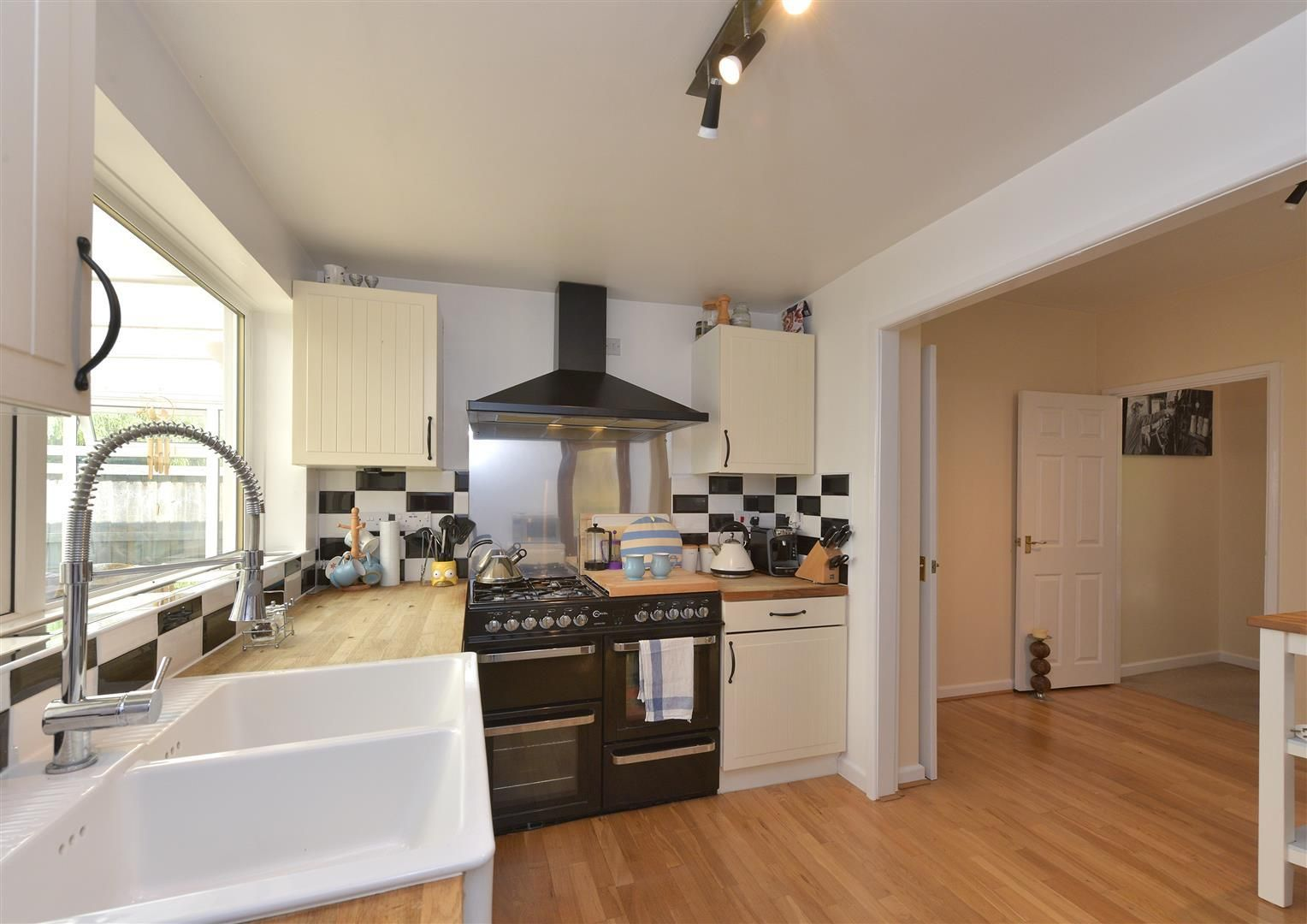 2 bed detached for sale in Hunnington 4