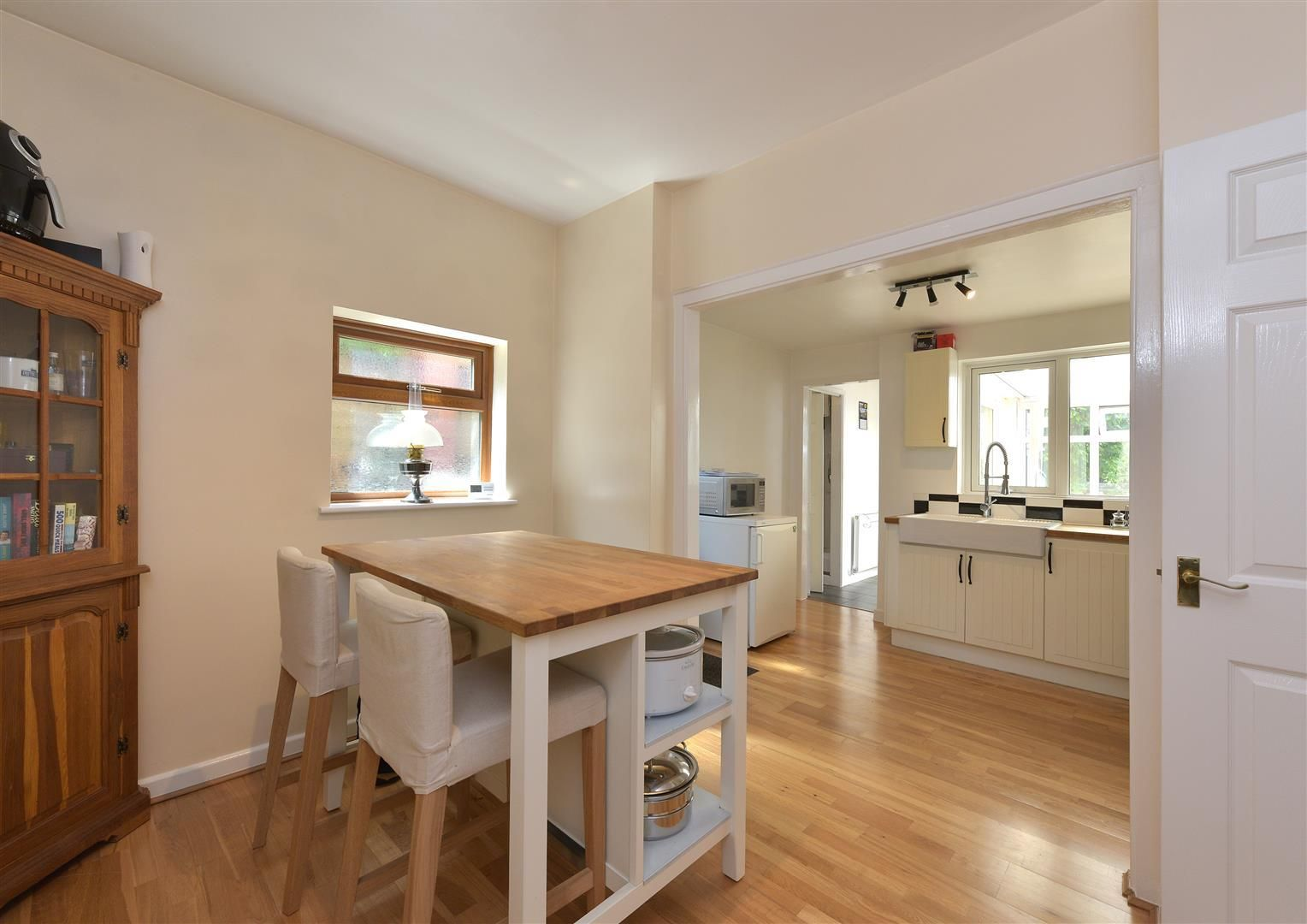 2 bed detached for sale in Hunnington 5