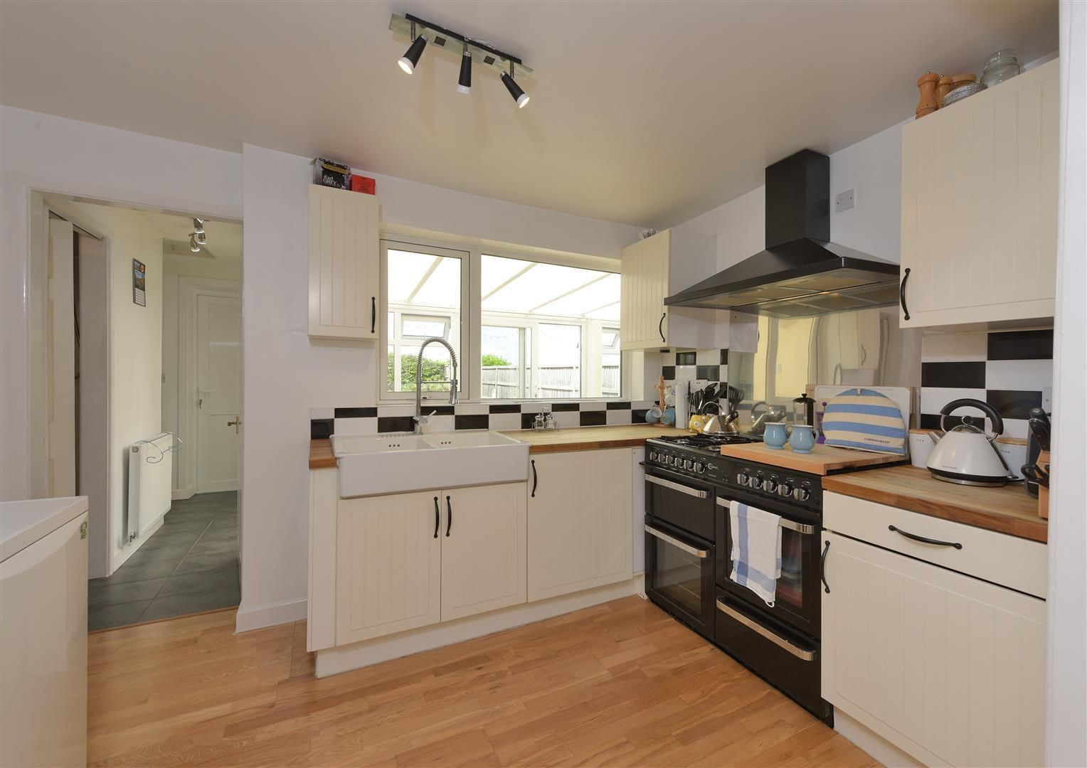 2 bed detached for sale in Hunnington 6
