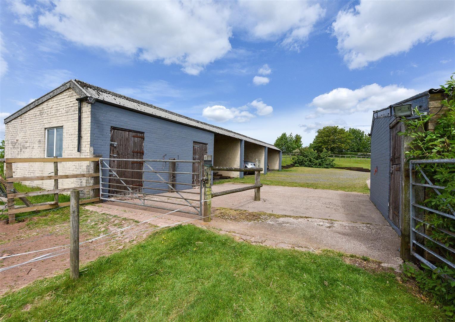 5 bed detached for sale in Clent 33