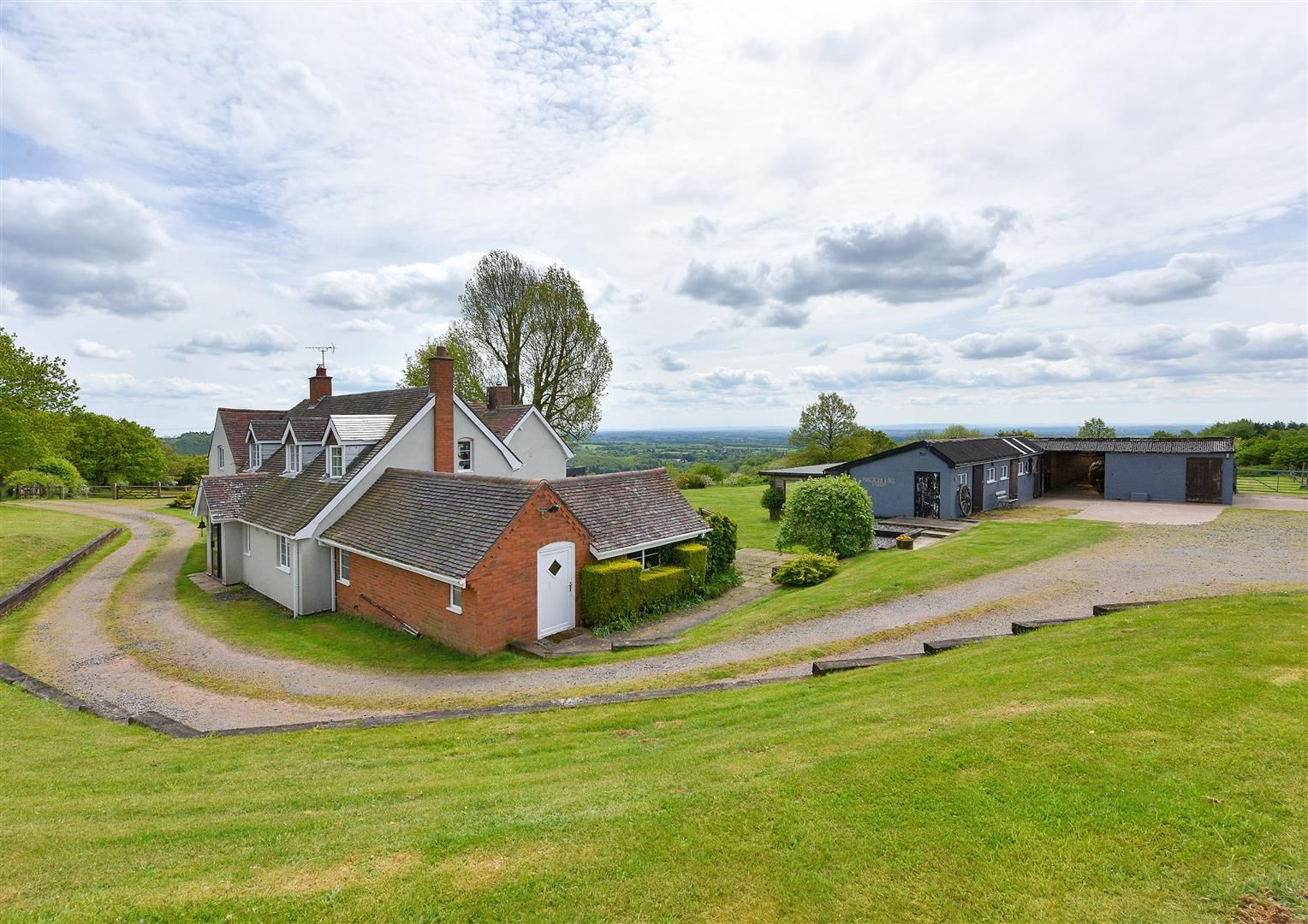 5 bed detached for sale in Clent 40