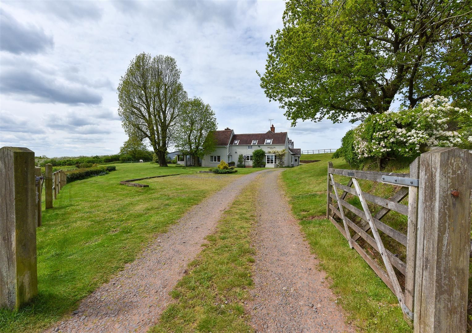 5 bed detached for sale in Clent 44