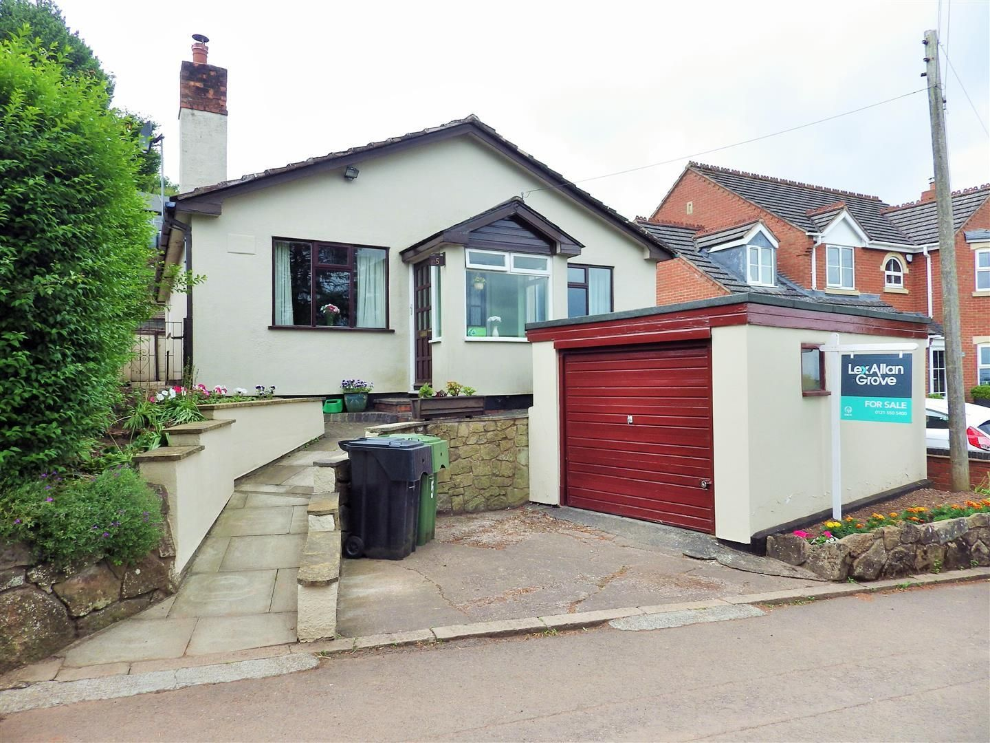 3 bed detached-bungalow for sale in Romsley, B62