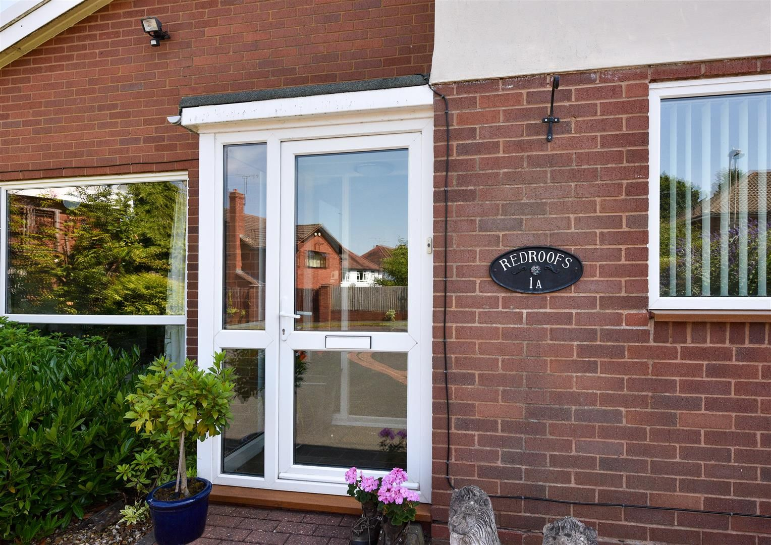 3 bed detached-bungalow for sale  - Property Image 2