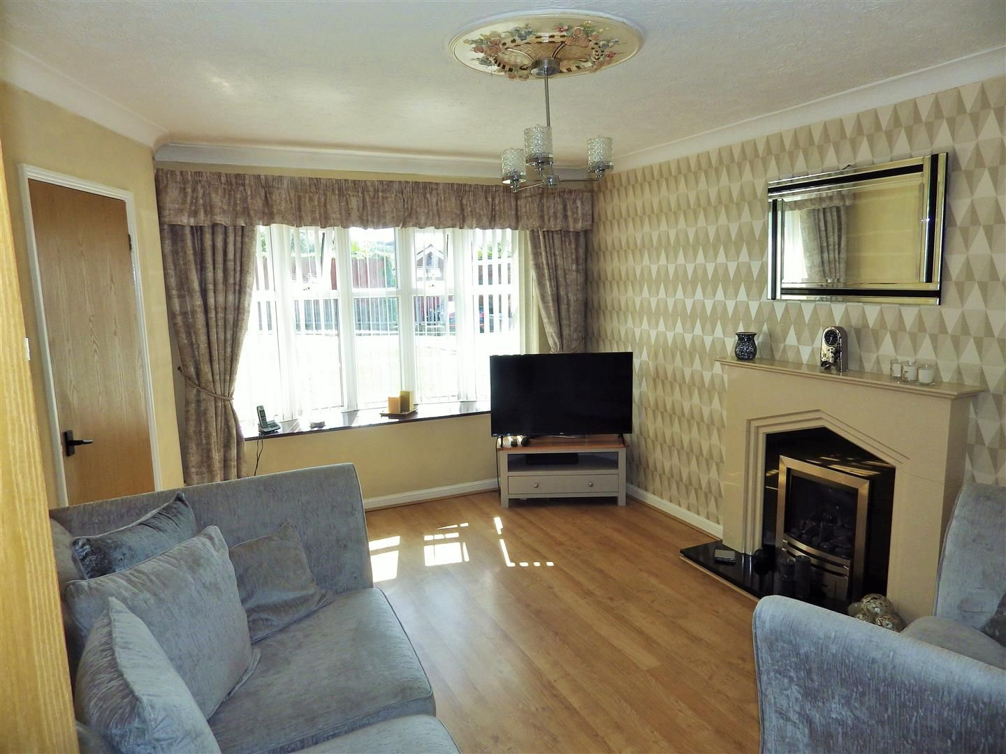 3 bed link-detached-house for sale  - Property Image 2