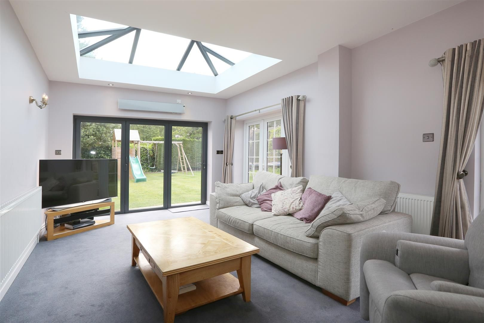 4 bed house for sale in Churchill 3
