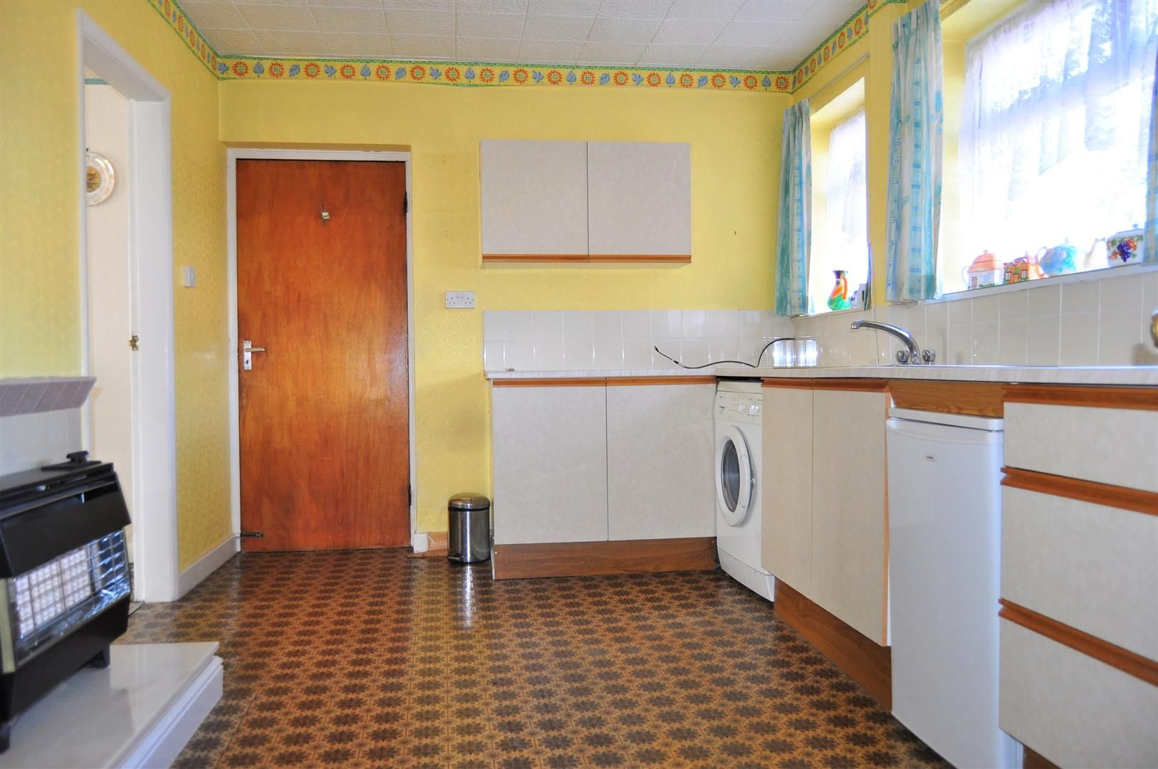 3 bed semi-detached for sale 6
