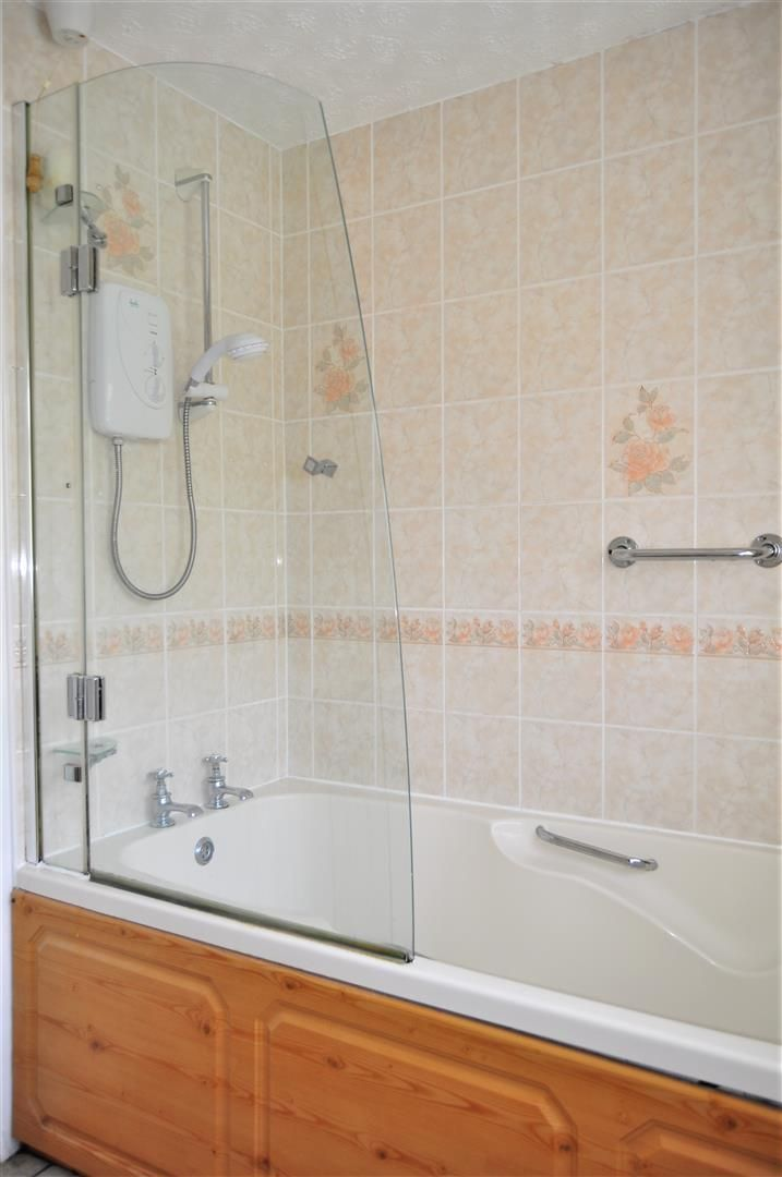 3 bed end-of-terrace for sale in Quinton 11