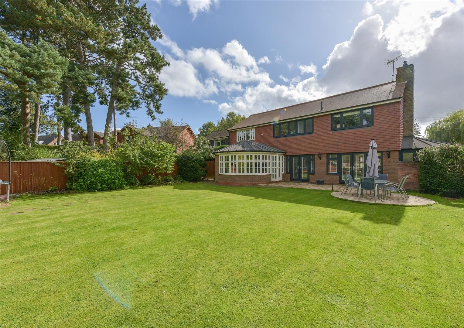 5 bed house for sale in Hagley 2