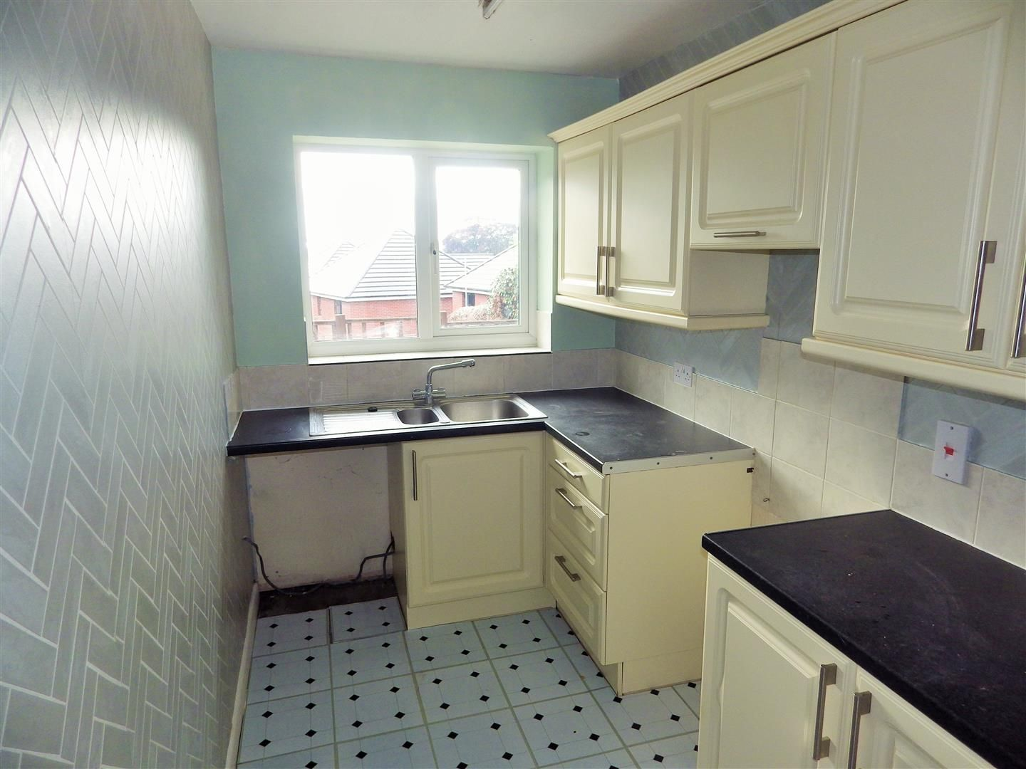 3 bed semi-detached-bungalow for sale  - Property Image 6