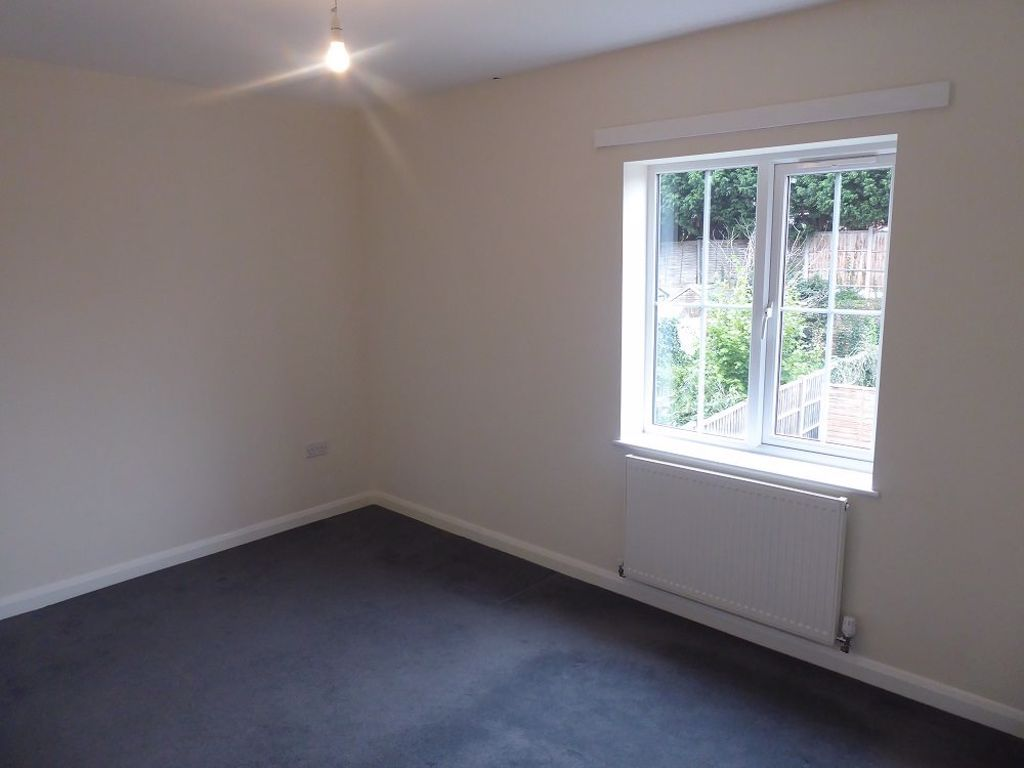3 bed  to rent in Lye 5