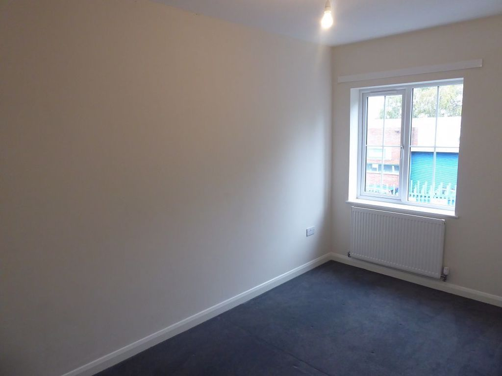 3 bed  to rent in Lye 6