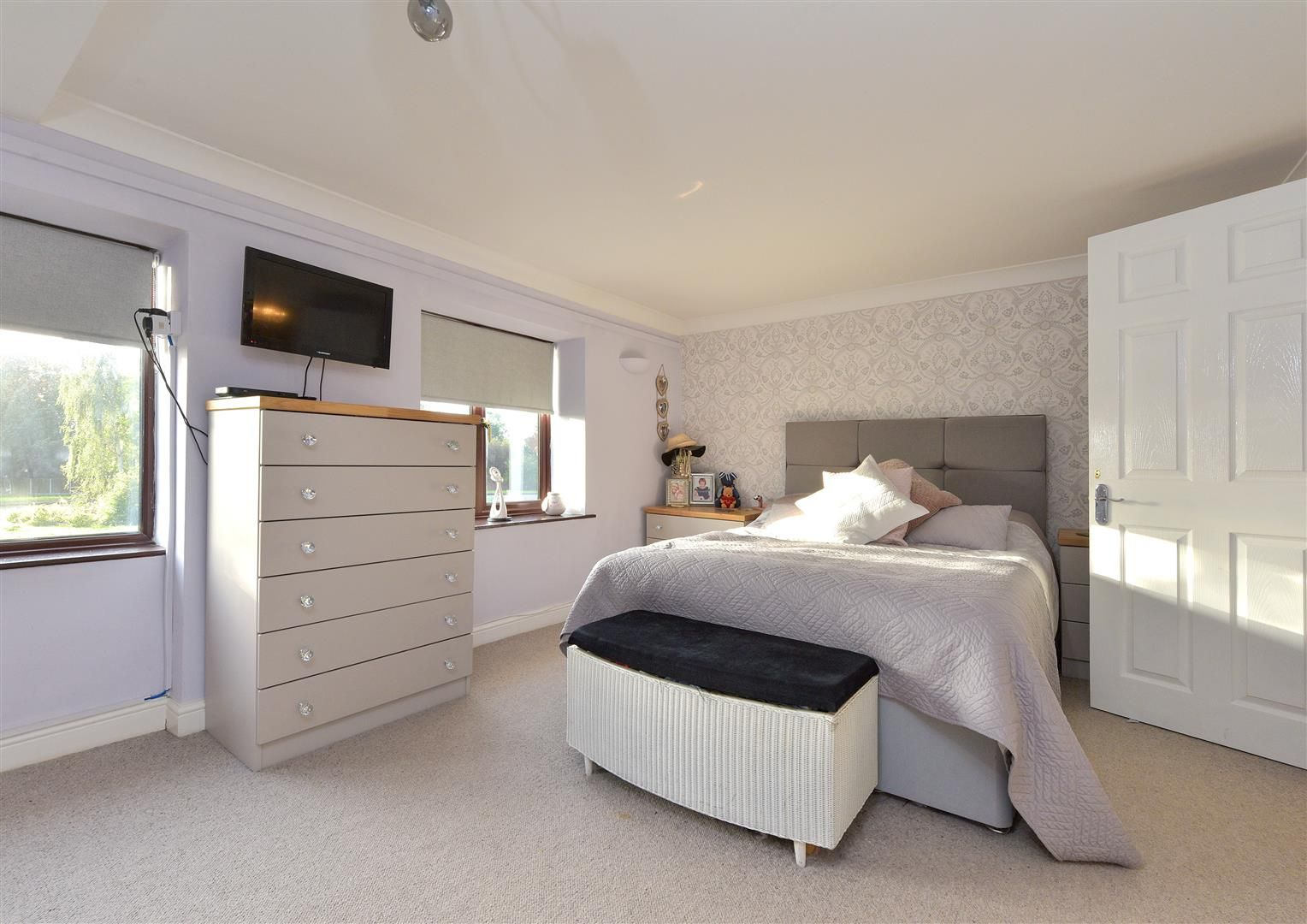 3 bed semi-detached for sale in Hayley Green 15