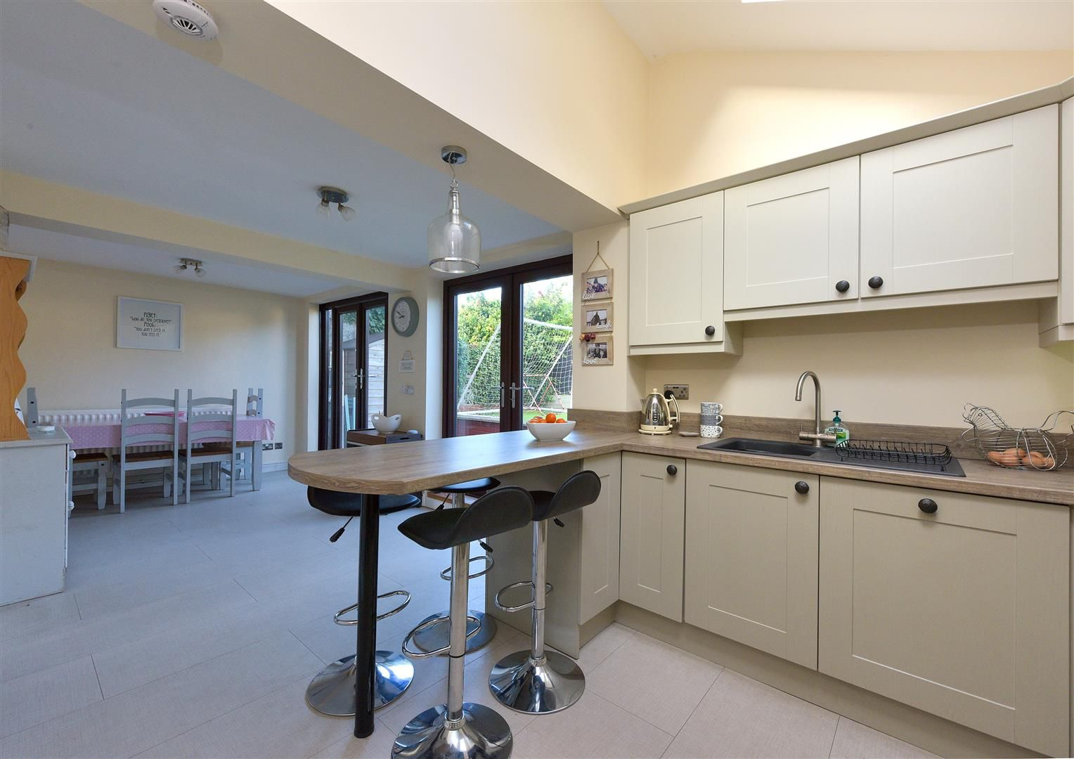 3 bed semi-detached for sale in Hayley Green 16