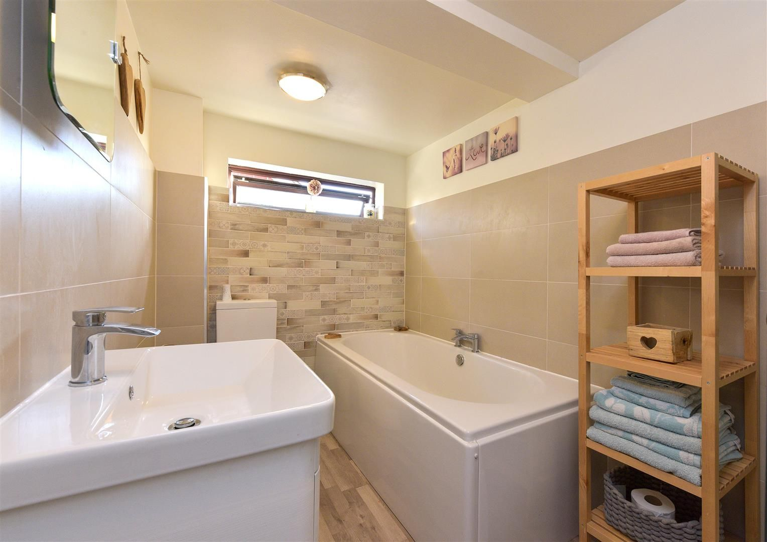 3 bed semi-detached for sale in Hayley Green 20