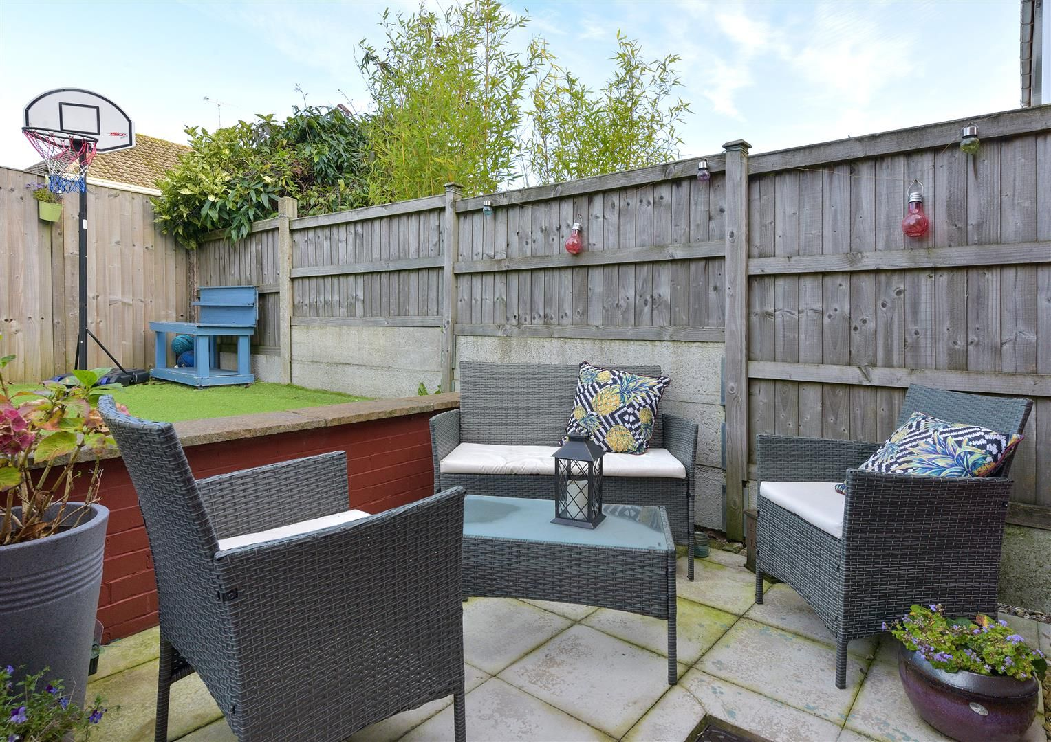 3 bed semi-detached for sale in Hayley Green 22