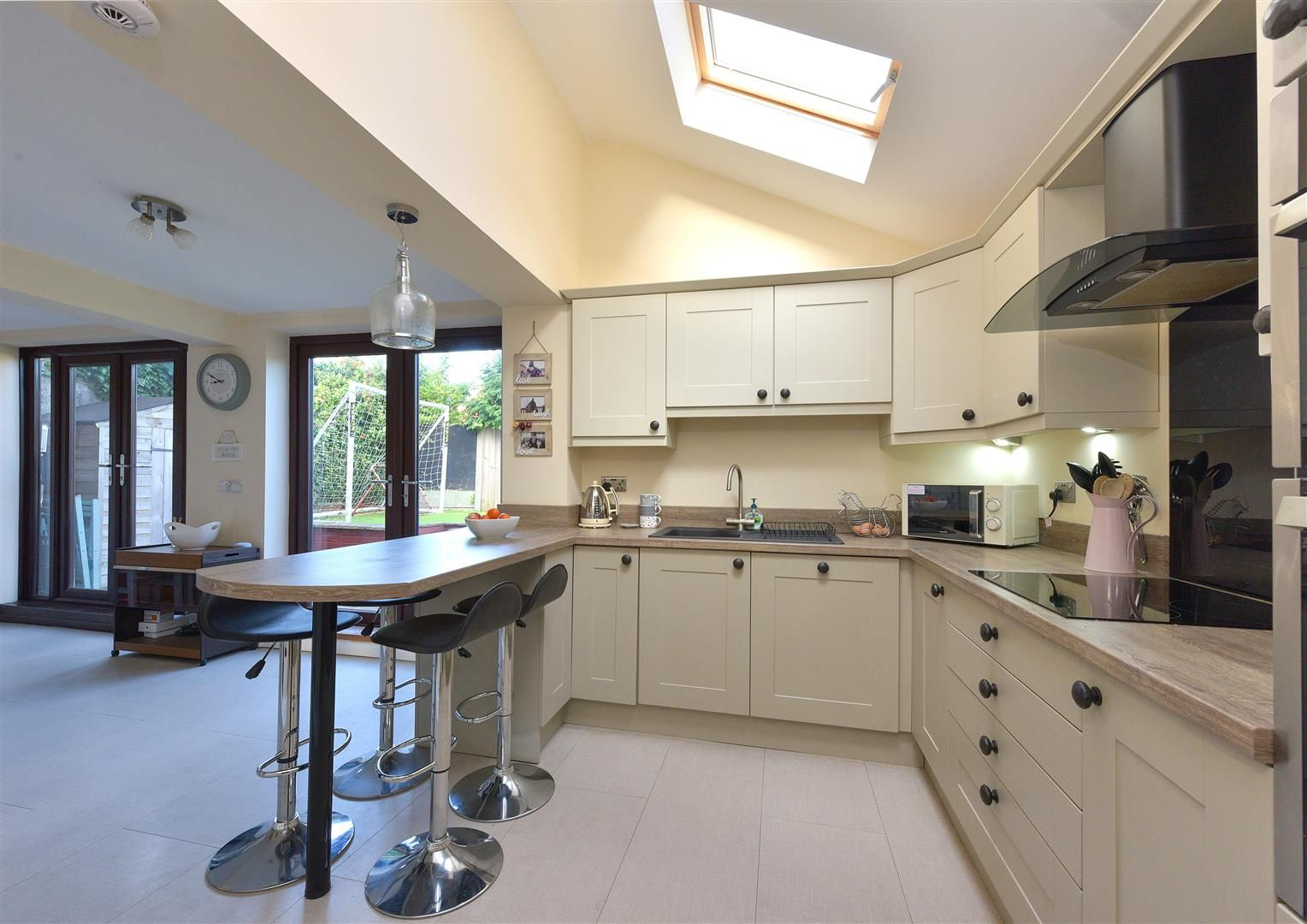 3 bed semi-detached for sale in Hayley Green 9