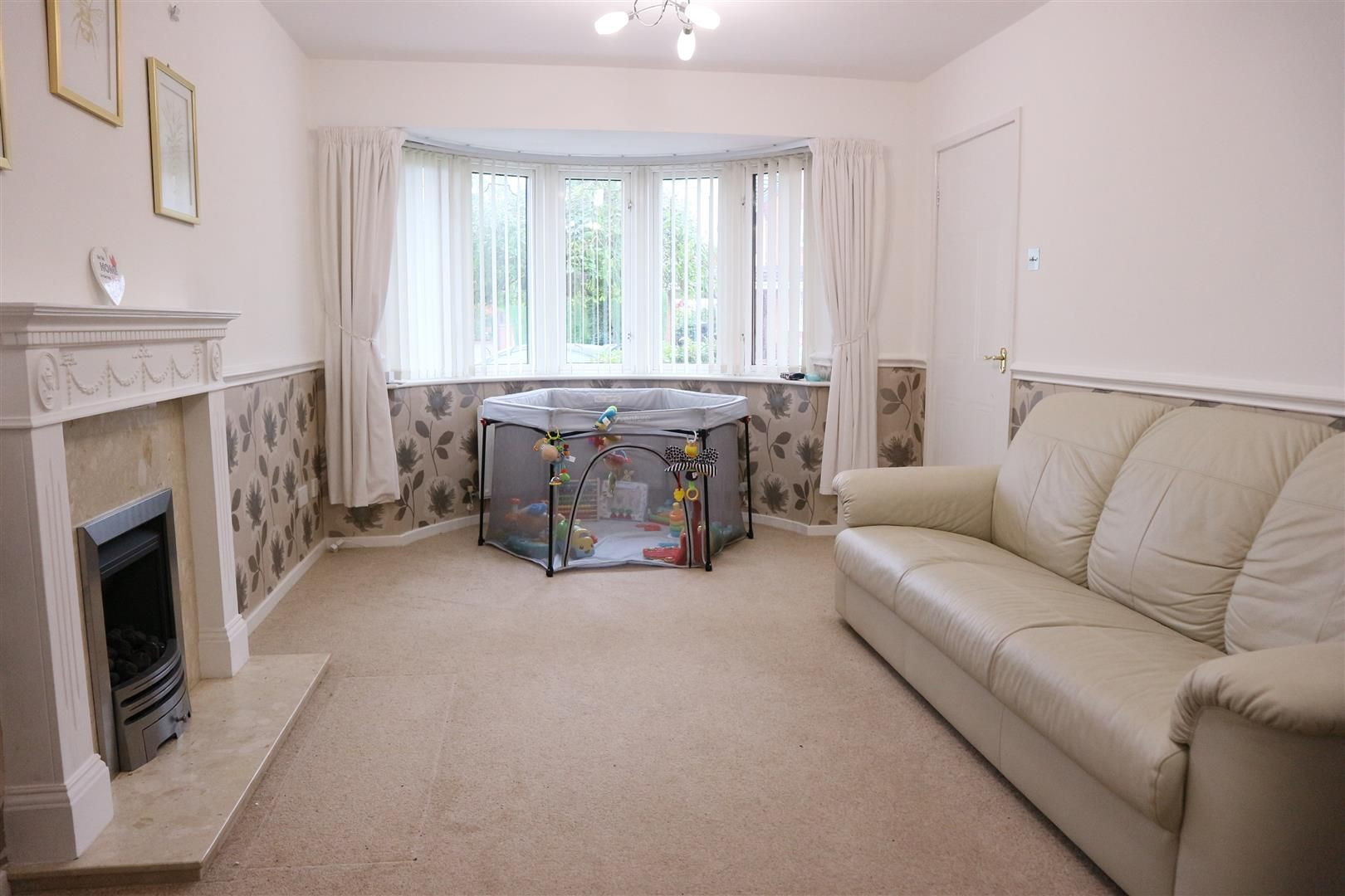 4 bed detached for sale, DY1