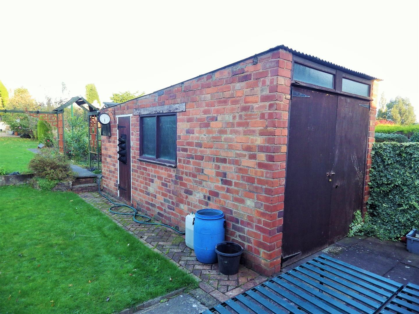 3 bed semi-detached for sale 12