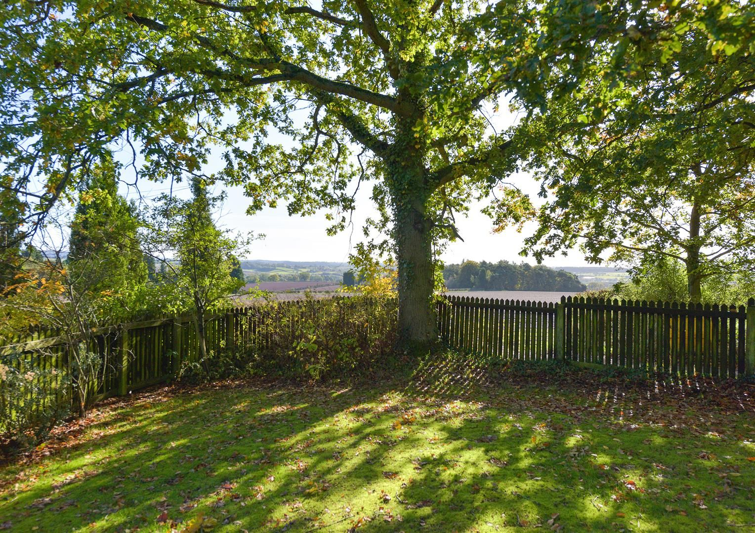 5 bed detached for sale in Kinver 31